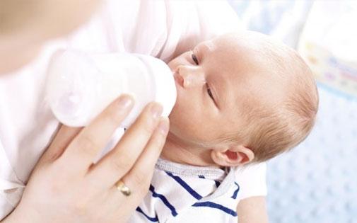 Anne Sütünün Sağılması ve Saklanması